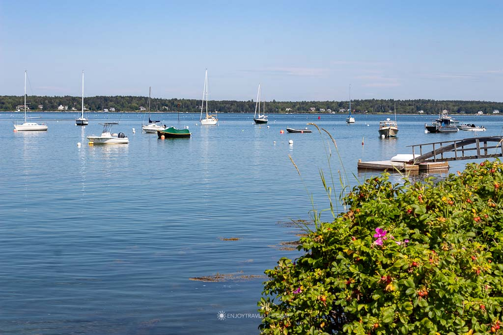 Boats on the water at the Cribstone Bridge in Harpswell Maine