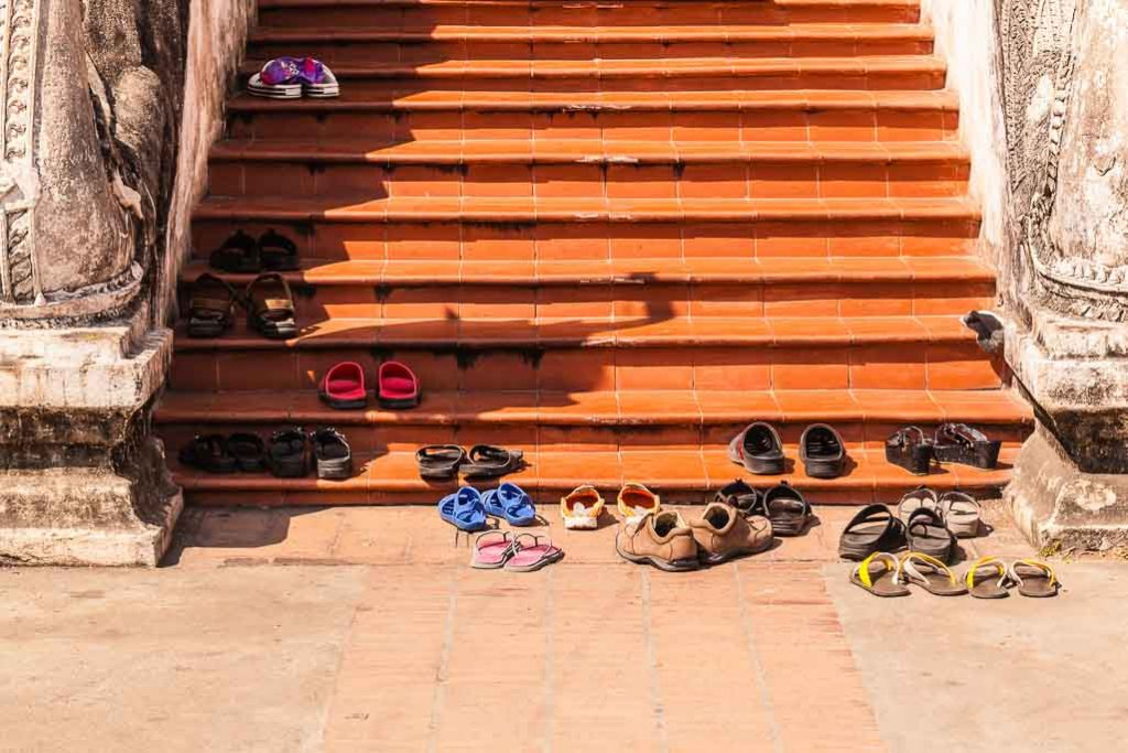7 Do's and Don'ts In Thailand: Take Your Shoes Off