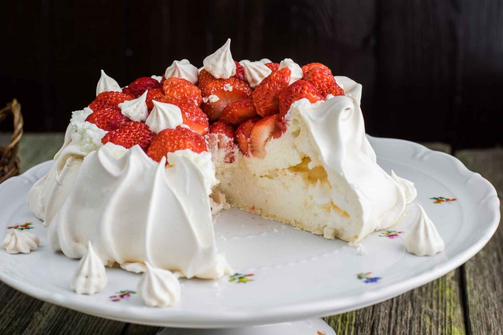 Pavlova - dessert from New Zealand, most delicious dessert in the world