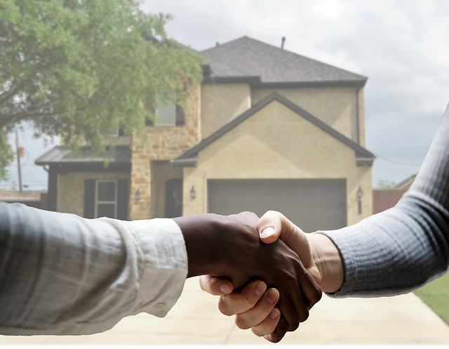 realtor and buyer shaking hands